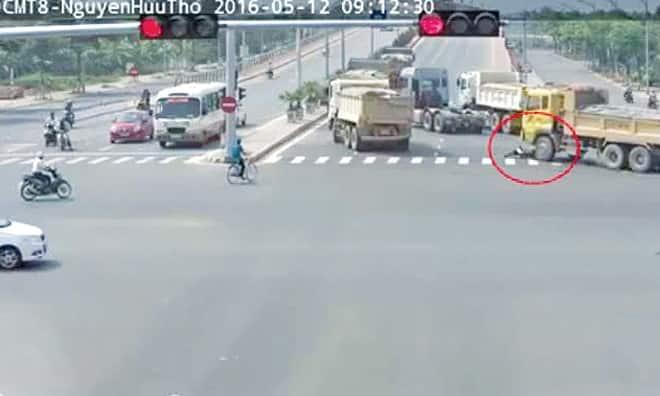 Camera giao thông Đà Nẵng ghi lại hình ảnh tai nạn