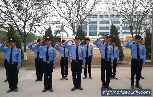 Nhân viên bảo vệ đảm bảo an toàn tài sản